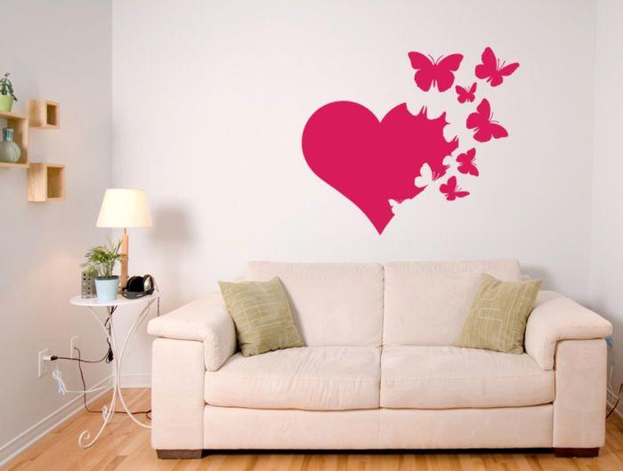 Декорирование стены над диваном своими руками