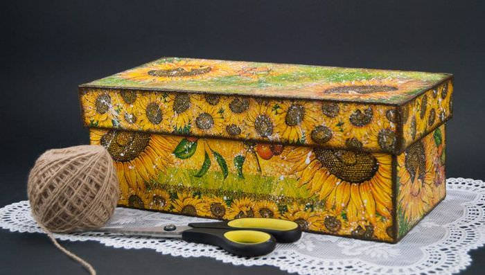 Декорирование коробки из-под обуви в технике декупаж