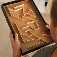 Игра-лабиринт из крышки коробки