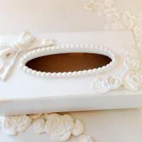 Бисер на овальном отверстии в крышке коробки