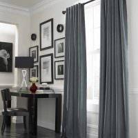 Картины возле окна с серыми занавесками
