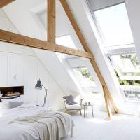 Мансардные окна в интерьере спальни