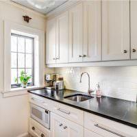 Декор картинами стены кухни