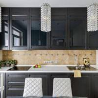 Линейная кухня черного цвета
