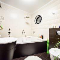 Коричнево-бежевый дизайн ванной комнаты
