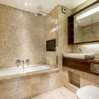 Дизайн ванной комнаты с большим зеркалом