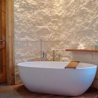 Отделка стен ванной природным камнем
