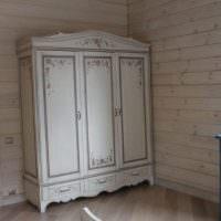 Шкаф в стиле прованс в спальной комнате