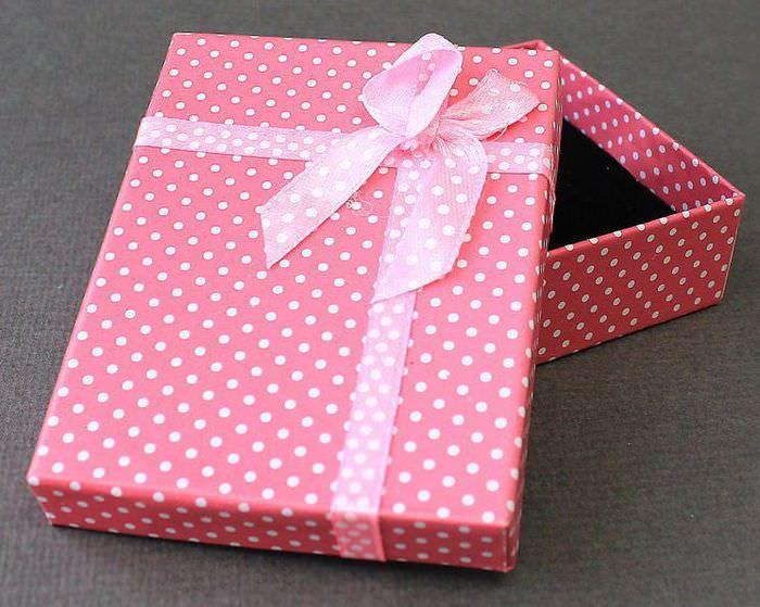 Декор коробки бумагой в белый горошек
