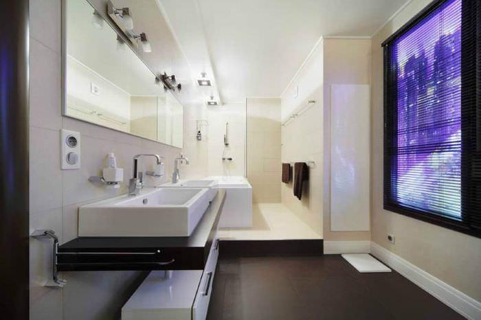 Окно в дизайне современной ванной комнаты