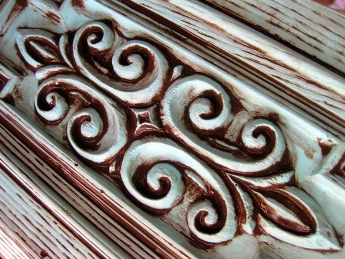 Отделка деревянной резьбы в технике патинирования
