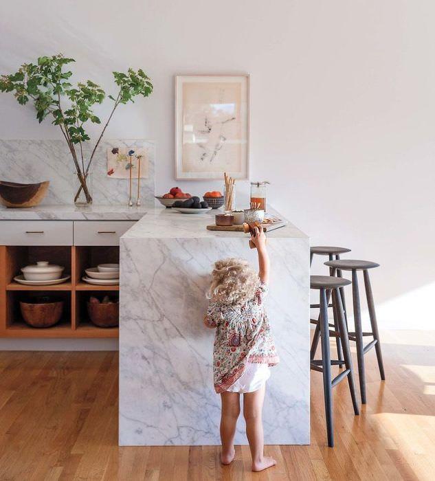 Кухня с полуостровом без навесных шкафов
