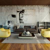 Желтые кресла на деревянном полу