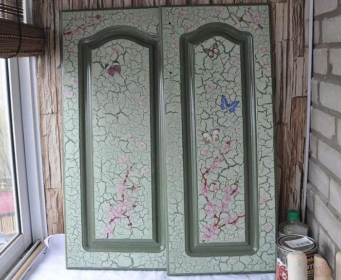"""Две дверки от шкафа с обновленной поверхностью """"под старину"""""""