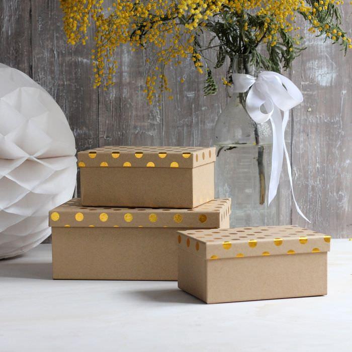 Три коробки из-под обуви в качестве стильного декора интерьера
