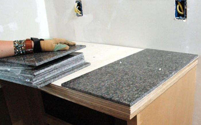 Кухонная столешница из керамической плитки.