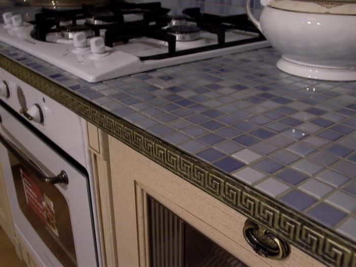 Виды кухонной столешниц из мозаики.