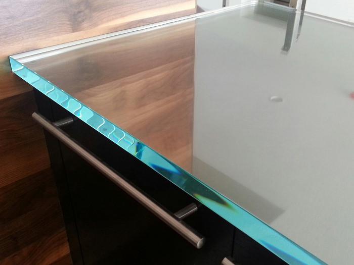 Стеклянная столешница для кухни.