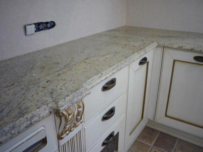 Облицовка кухонной столешницы плиткой.
