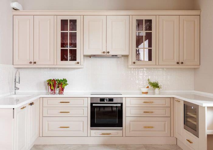 П образная угловая кухонная мойка.