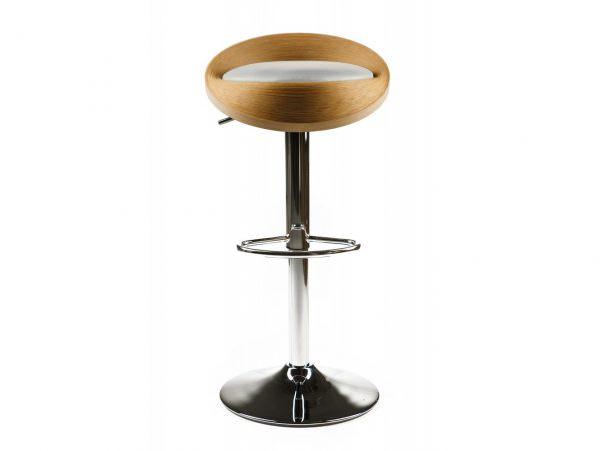 Древесина на барных стульях требует дополнительного ухода и регулярной пропитки.