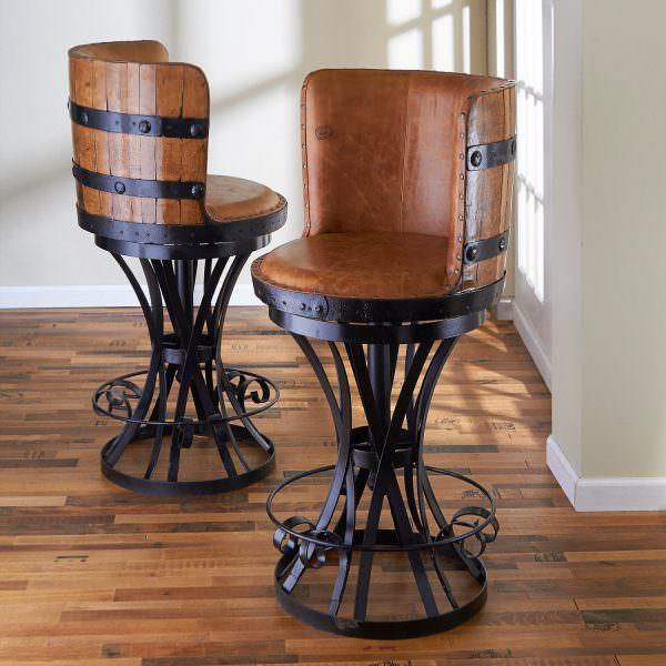 В стульях с необычными ножками можно не бояться за устойчивость- это превое,что учитывается при их создании
