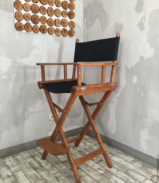 Складные барные стулья имеют 4 ножки и очень удобны в использовании