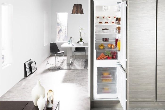 Дизайн кухни и холодильника.