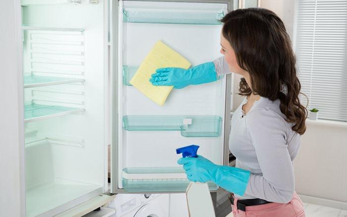 Средства для мытья холодильника.
