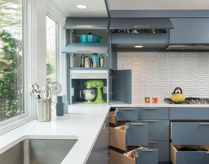 Угловые ящики на кухне.
