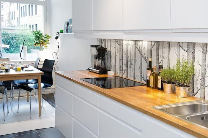 Дизайн кухни с дубовой столешницей.