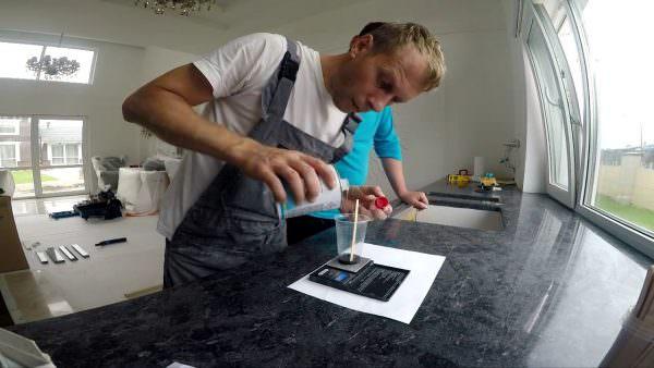 От качества установки будет зависит весь итоговый внешний вид не только изделия, но и кухни в целом.