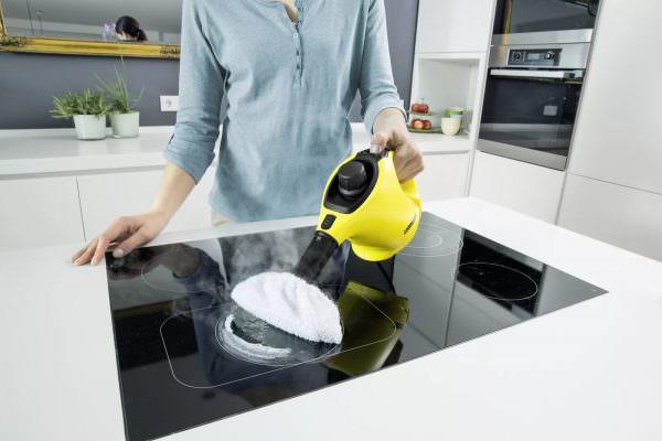 Благодаря горячему пару грязь, перешедшая в нагар, начнет отмокать и отставать от поверхности.