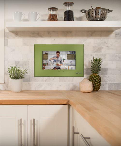 Вариант размещения телевизора на кухне скрытым способом.