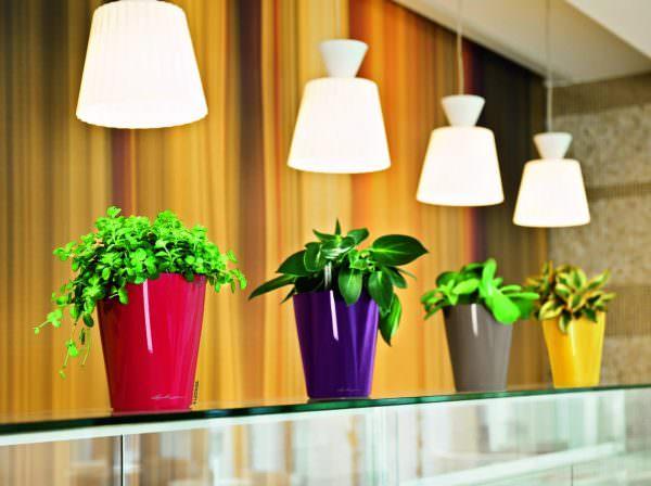 Если на кухне не хватает света, всегда можно использовать дополнительные источники освещения