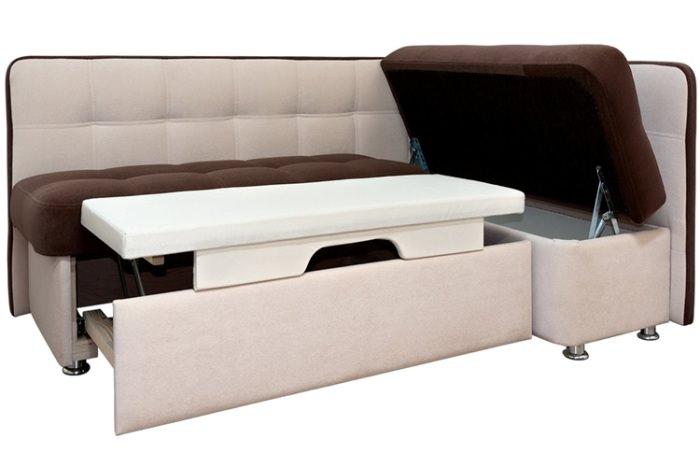 Угловой диван со спальным местом в кухне.