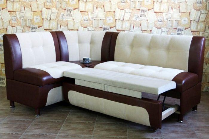 Угловой диван со спальным местом.