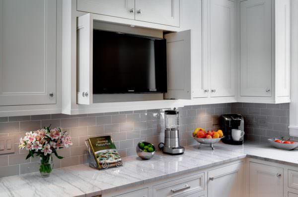 Встроенный телевизор для кухни