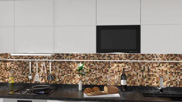Телевизор, встроенный в кухонный гарнитур