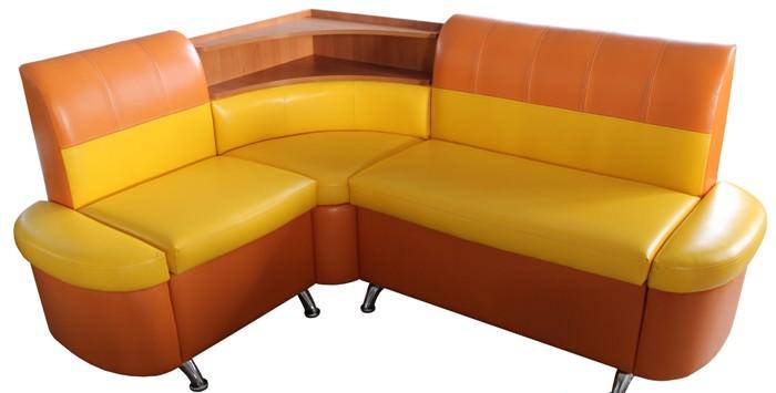 Компактный угловой диван.