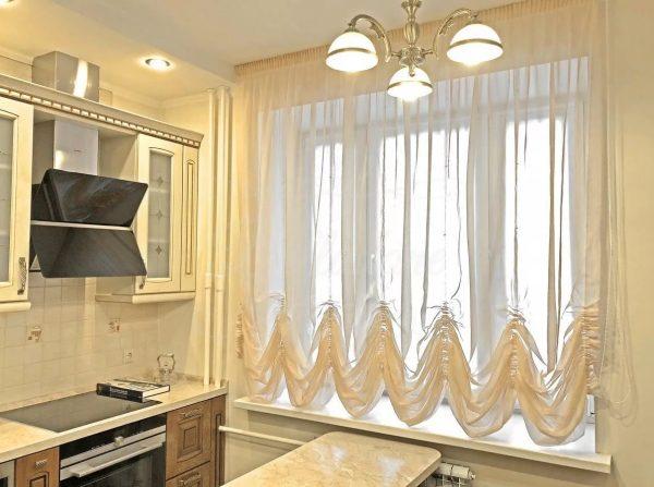 Австралийские шторы — это умелое сочетание французских и римских штор. Для австралийских штор зачастую используют такие материалы как — шелк, атлас, лен, синтетику.
