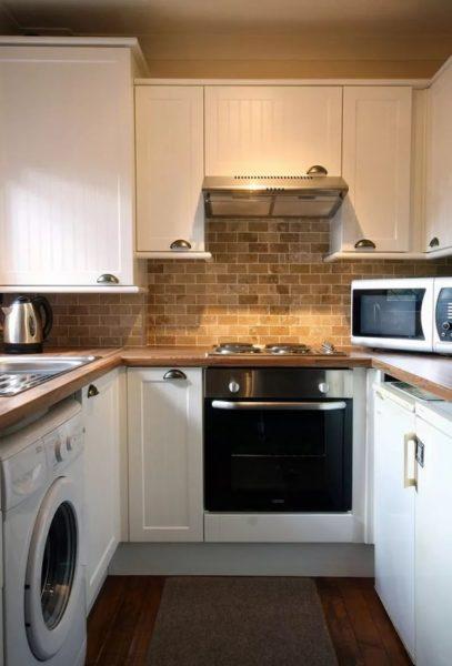 """На маленькой кухне размещение мебели рекомендуется выстраивать буквой """" Г"""" или """"П"""""""