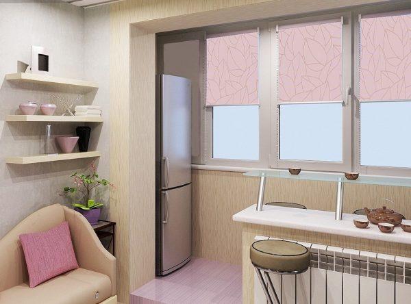 Утепленный балкон станет отличным способом расширения пространства. Его площадь можно использовать для установки холодильника или стеллажа с ящиками для хранения.