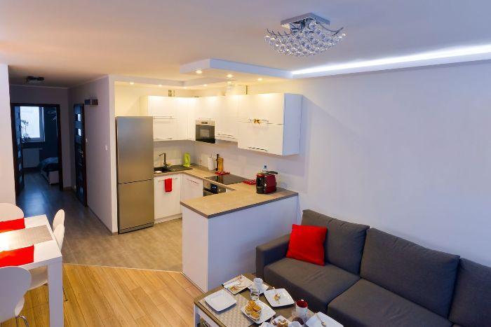 Интерьер кухни-гостиной.