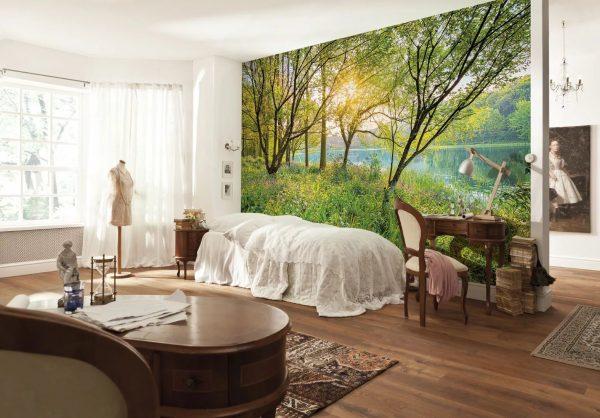 При желании можно сделать одну из стен украшенную деревьями: лесом или джунглями