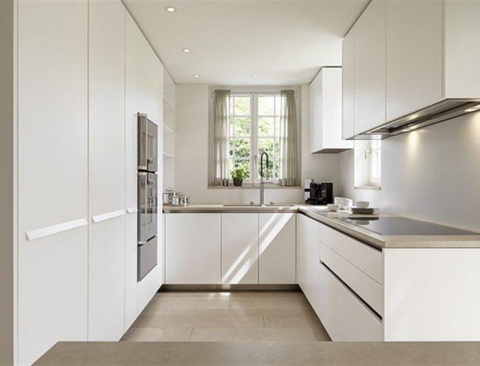 Окно в дизайне кухни.