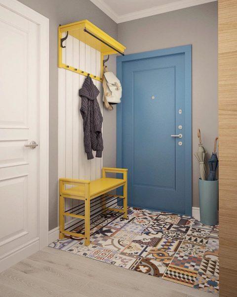 Коврик у двери, выполненный в ярких оттенках станет прекрасным дополнением общей концепции.