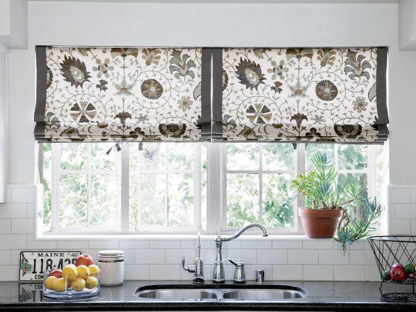 Римские шторы на кухне в стиле Прованс