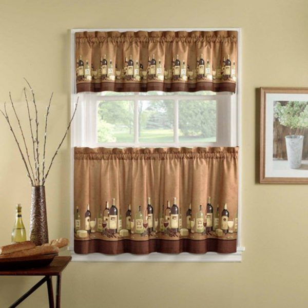 """Их еще называют """"шторы-кантри"""" или """"бабушкино окно"""". Будут оптимальны для простых стилей, таких как прованс, кантри, шебби шик."""