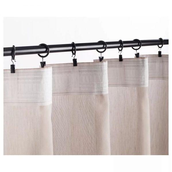 Специальные кольца уже расположены на карнизе и пришивать на шторы ничего не нужно. Вариант подходит для многих типов и стилей занавесок.